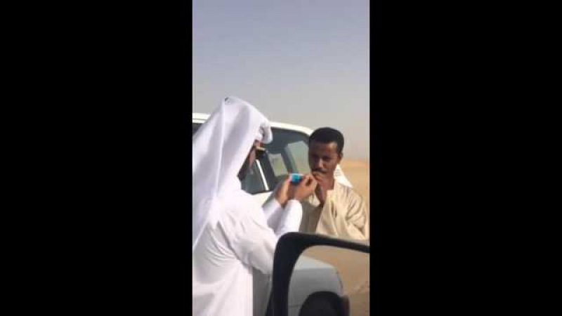 Арабы накурили нищего