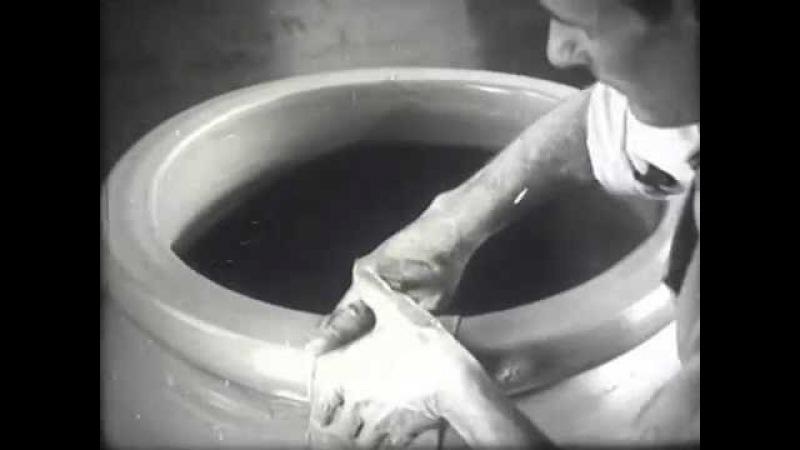 Lavoro di tondo (costruzione di un orcio in argilla da 400 l)