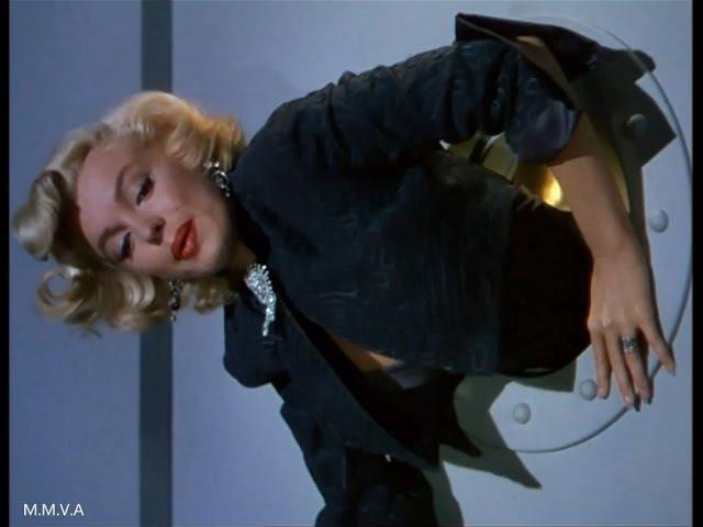 Marilyn Monroe in Gentlemen Prefer Blondes - Stuck In The Round Window