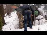 Пьяный мужик засунул руку в клетку с медведем