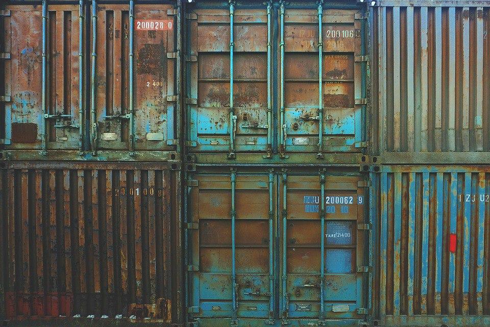 Картинки по запросу немцы ютятся в контейнерах.