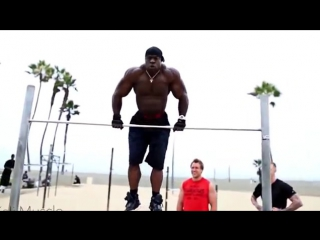 WORKOUT  BODYBUILDING - Kali Muscle Training on the beach