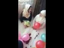 Девушка поёт Нашид красива