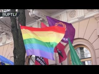 Националисты и ЛБГТ-активисты вышли на совместную акцию протеста в Киеве