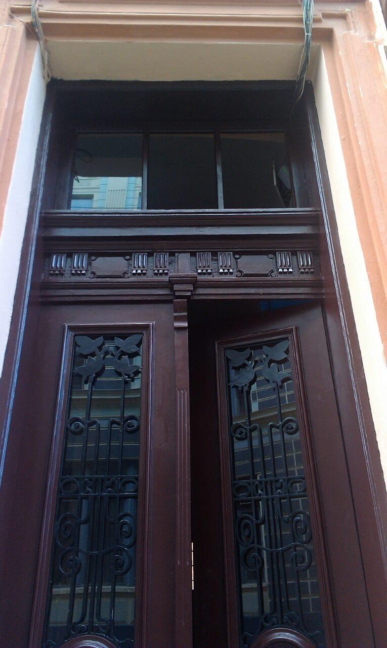 На Штейнбарга, 19 повернули старовинні двері (ФОТО)