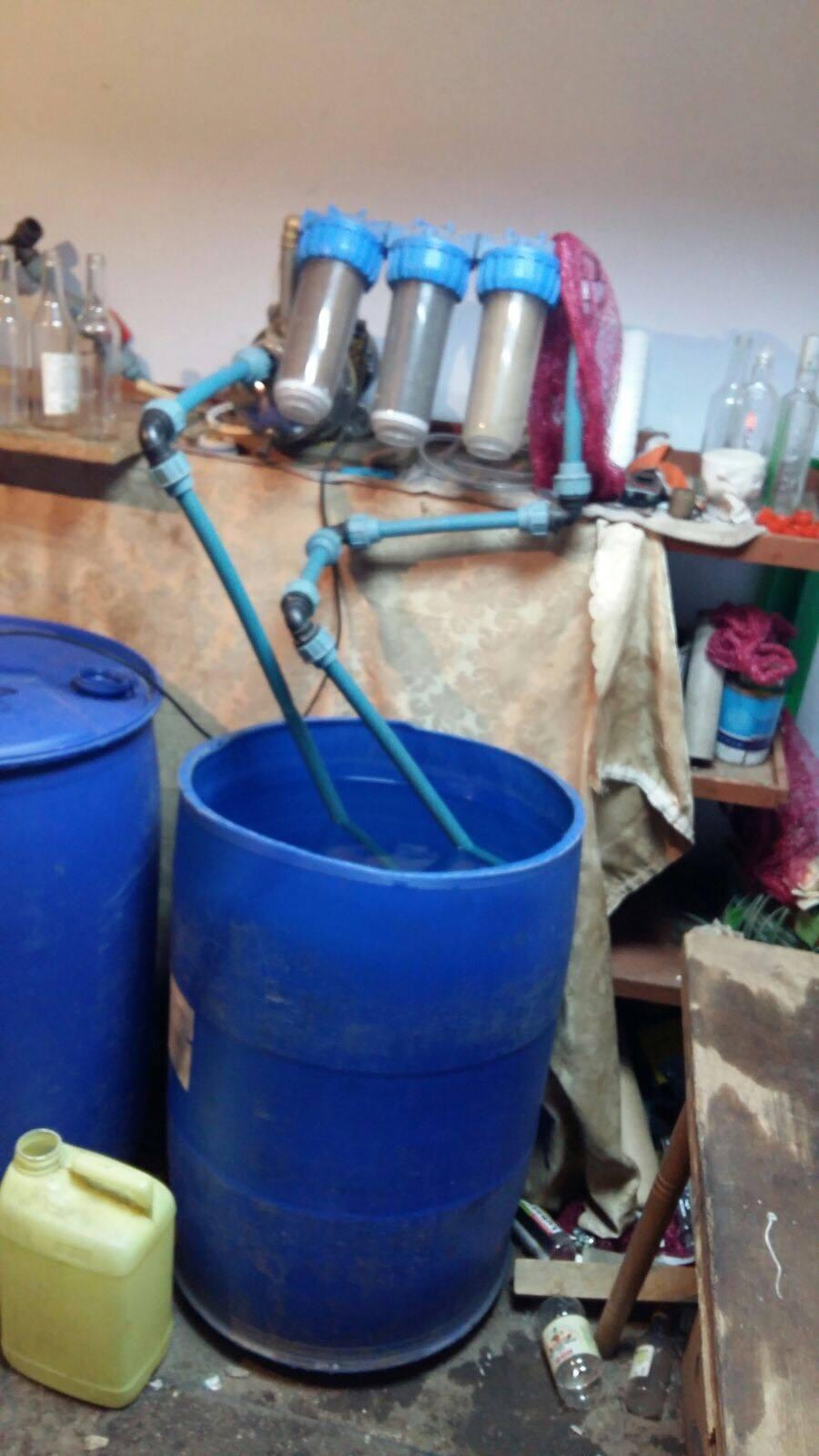 На Буковині дві «підпільні гуральні» виготовляли фальсифікований алкоголь (ФОТО+ВІДЕО)