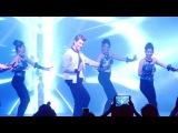 Танец Ритика на мероприятии по запуску DC Tex Furnishings