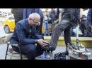 Турецкий министр попробовал себя в роли чистильщика обуви