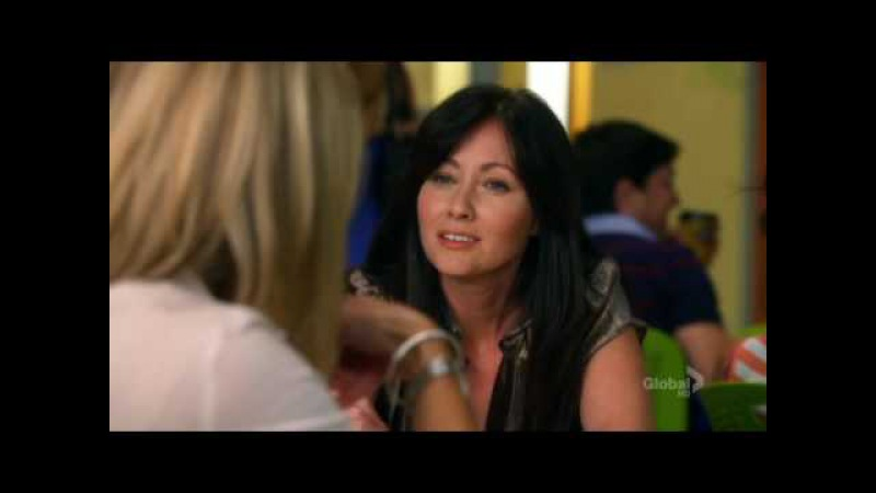 Kelly and Brenda discussing Donna in the new 90210