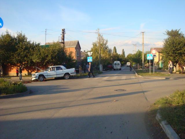 В Таганроге в результате столкновения «Волги» и «Форда» пострадали два человека