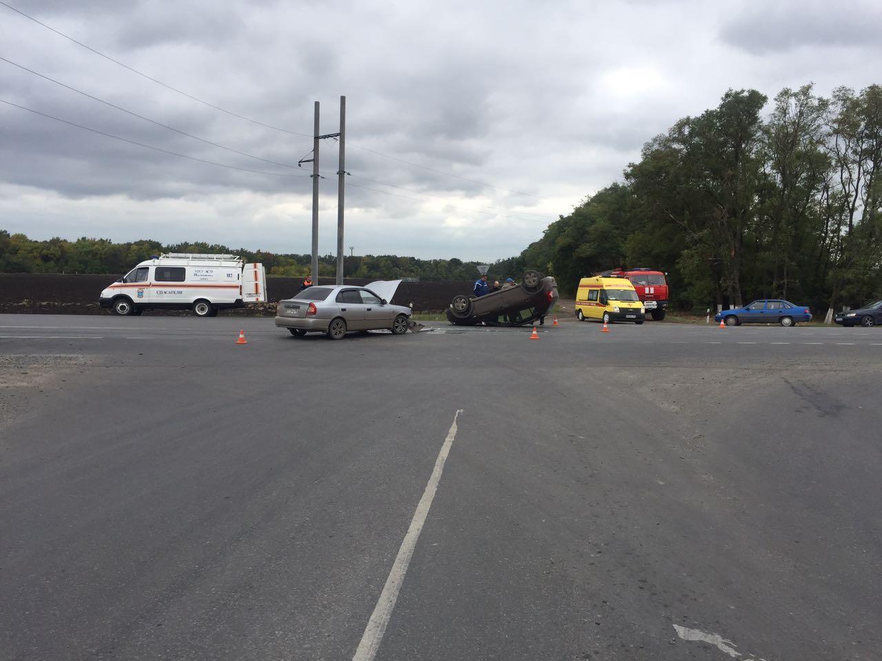 Под Таганрогом в результате столкновения перевернулся Renault Sandero, пострадал ребенок
