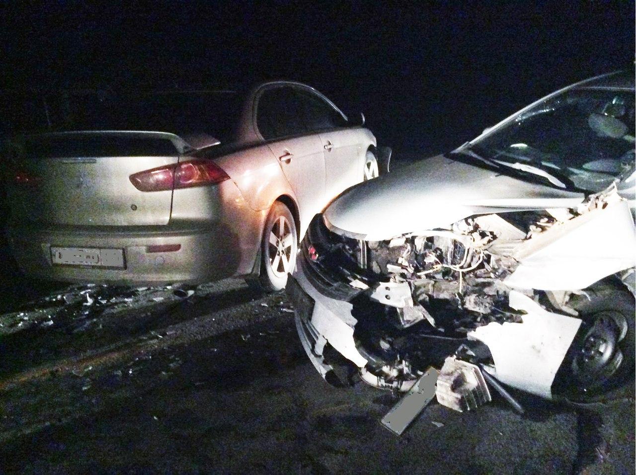 На трассе «Ростов-Таганрог» столкнулись автомобили Mitsubishi Lancer и Geely, один пострадавший