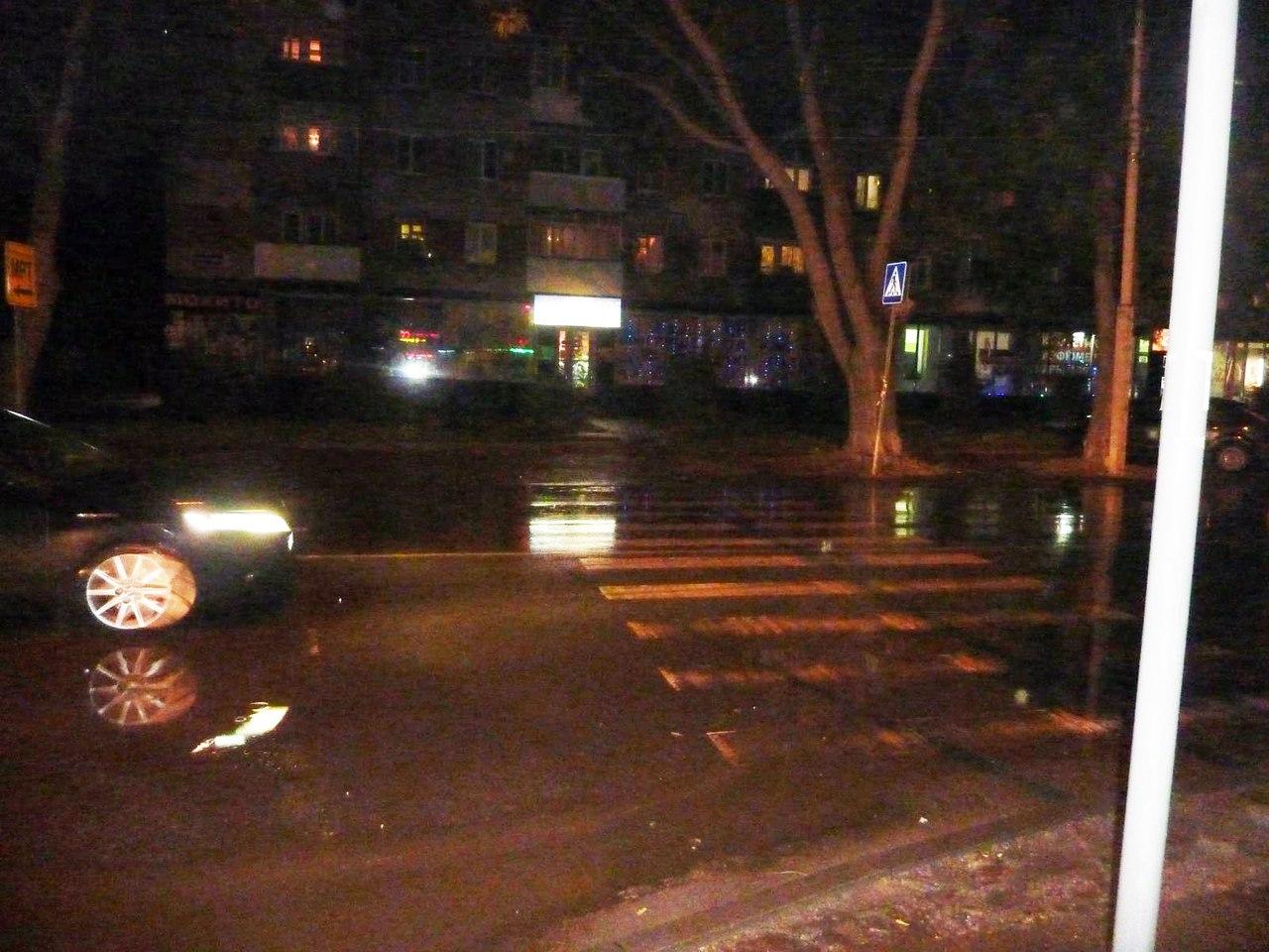 В Таганроге водитель «ВАЗа» сбил на пешеходном переходе двух пешеходов