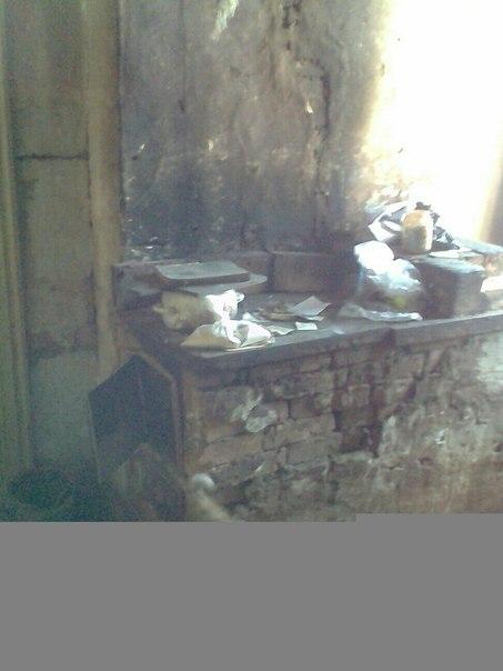 19 ,сирота , жила под опекой в посёлке , уехала учиться в Красноярск,