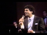 Enrico Macias chante en Grec et Arm