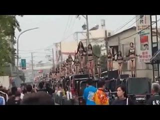 10 clip bá đạo gây xôn xao trên mạng 50 chân dài múa cột trong lễ tang cựu quan chức Đài Loan