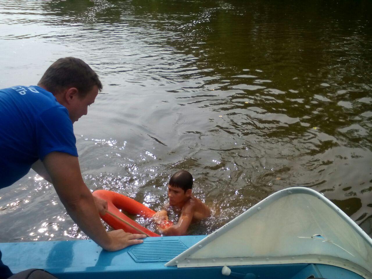 Донские спасатели спасли троих утопающих, среди которых был ребенок