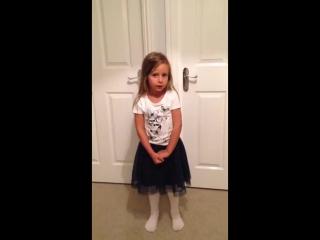 маленькая девочка поет песню про Мхитаряна