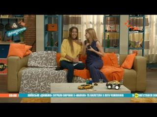Скриншот: Даша и Саша заказывают секс-тур на двоих   Пробуддись   НЛО TV