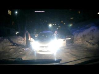 «Убирай машину, тебе сказали!» видео инцидента с участием скорой помощи » Freewka.com - Смотреть онлайн в хорощем качестве