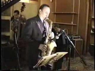 Питер Кинг играет на саксофоне Графтон Чарли Паркера