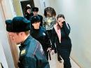 """""""Хабаровские живодерки"""" явились в суд с иконой в руках"""
