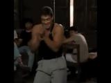 Жан-Клод Ван Дамм танцует под