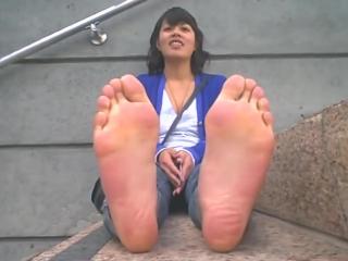 beautiful feet women
