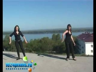 Танец двух девушек с шашками