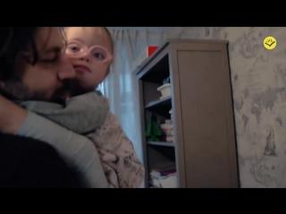 Репортаж о судьбах двух девочек-сирот, одна из которых сейчас в Америке, а другая, к счастью, все же нашла семью в России