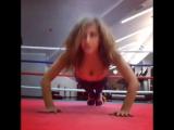 Отжимания от Лизы Арзамасовой в фитнес клубе X-Fit