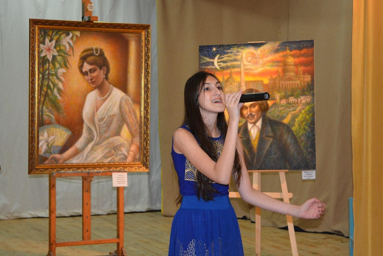 Елена Давыдова Лауреат международных и российских вокально-музыкальных конкурсов.