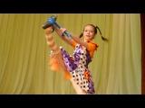 Happy girl Pippi Longstocking. Dancing/Cheerful girl Fifi Brindacier. dansant