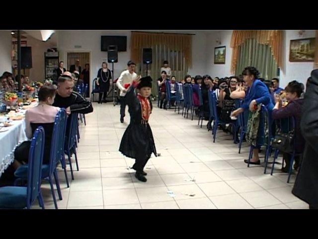 Юбилей В Н Лиджиева калмыцкий танец в исполнении Церена Уланова