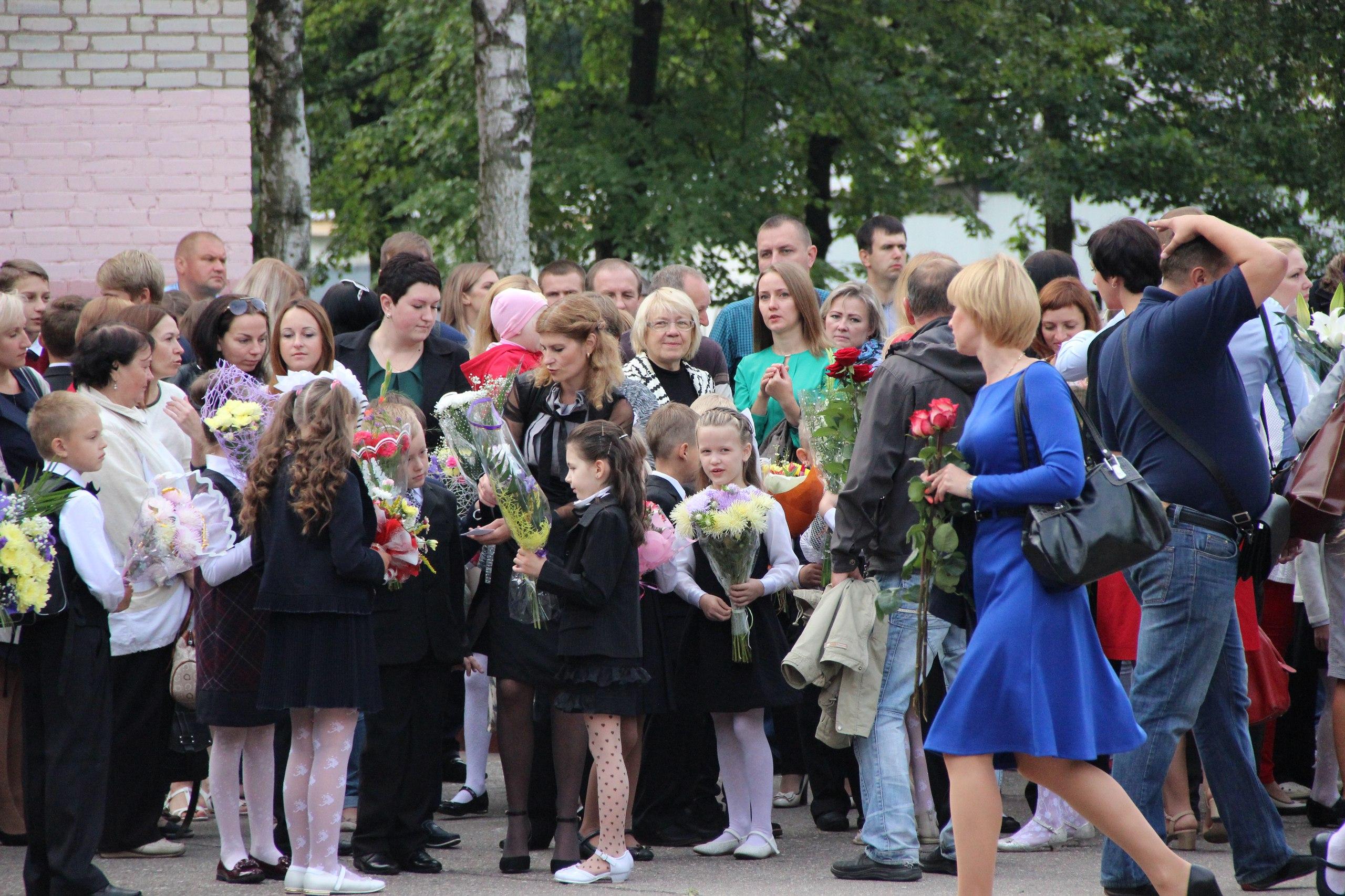 Цветы, банты, улыбки, слезы… Как в Полоцке и Новополоцке отметили День знаний, фото-11