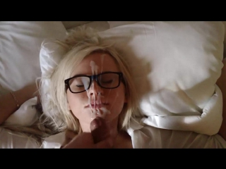 Кончил на лицо милой блондинке в очках 18+ Порно сперма на лице Передернул на лицо Обкончал все личико красивой девушки секс