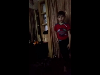 Малой танцует май Дик из биг ((смешные моменты))