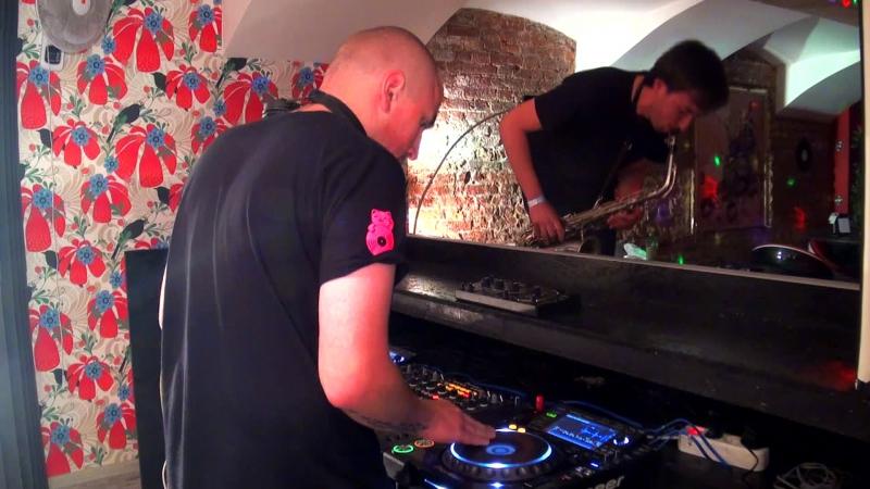Freestyle beatjuggle session with Alex Zender (sax) @pioneerdjspb