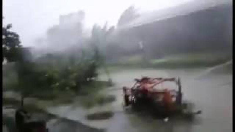 Typhoon Haima hits Philippines (Bagyong Lawin) – Tifón Haima en Filipinas