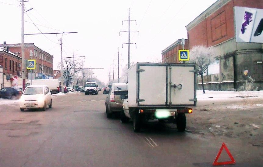 В Таганроге дорогу не поделили водители автомобилей «ВИС-2347» и Toyota Prius