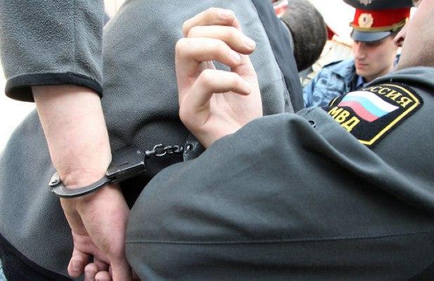 В Таганроге полицейские задержали ростовчанина, укравшего у знакомой сотовый, золотые изделия и планшет