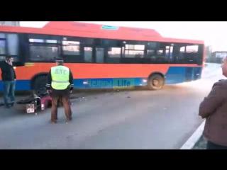 Жесткая авария с участием мотоциклиста на пересечении дружбы народов и сююмбике.