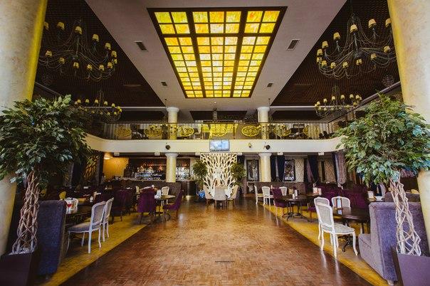 Ресторан расположен в самом центре города и давно стал популярным местом  встреч горожан, туристов, артистических натур, бизнесменов и гостей города,  ... 9cf9ca3a593