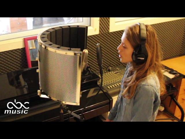 """Les moulins de mon coeur par Lou """"The Voice Kids"""" saison 3"""