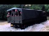 Tatra 815 brodí vodu v Bratislave pri záplavách 2013