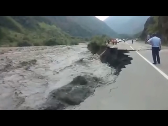 Ужасные наводнения, сход оползней селей с гор Северной Осетии, Грузии, Таджикистане