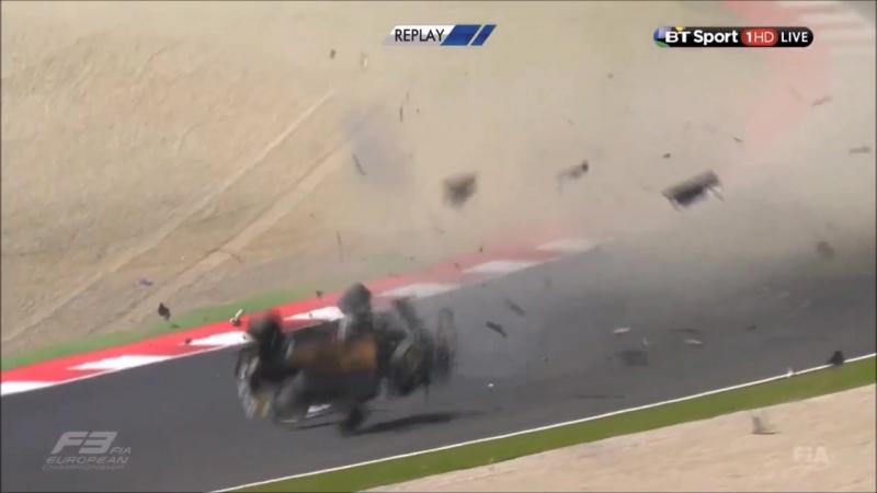 Жесткая авария на гонках