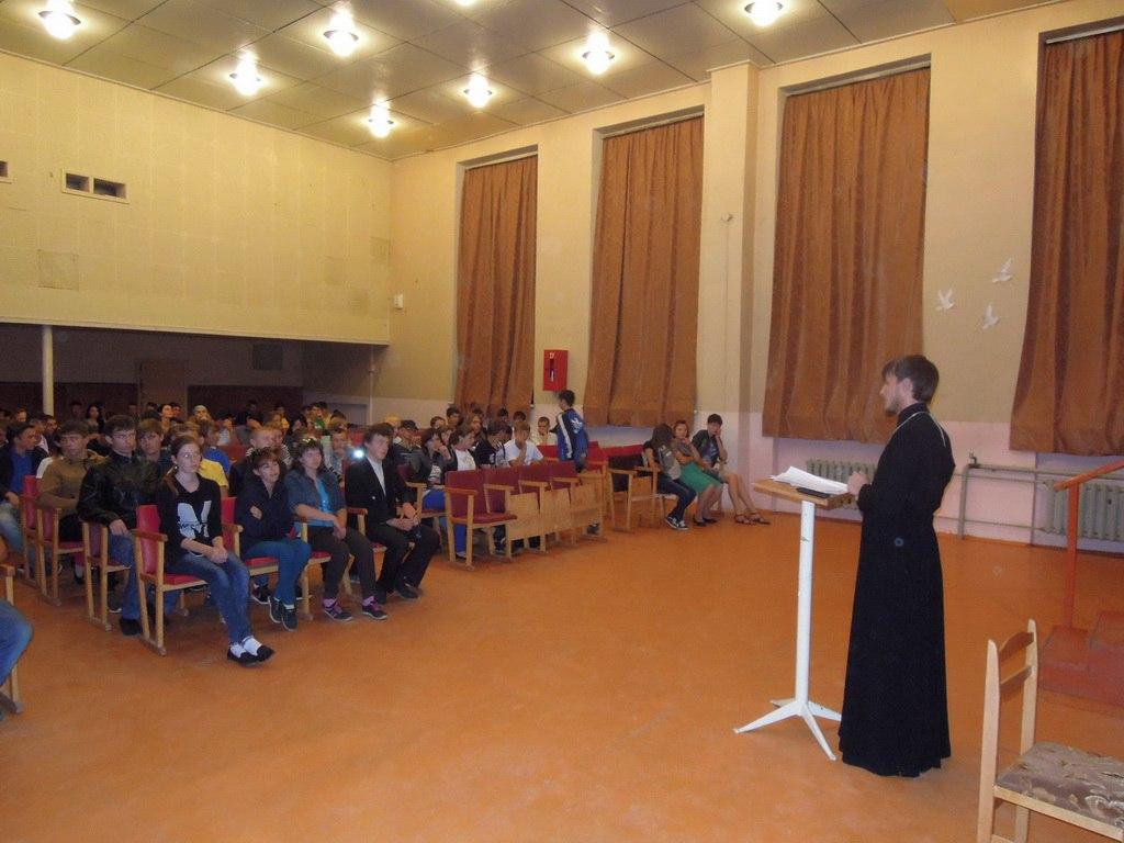 Студентам Зеленчукского района рассказали о причинах возникновения вредных привычек