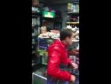 Пьяный малолетка бушует в магазине.