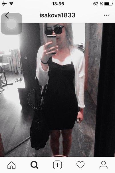 Обменяю, майка 42-44 , два черных платья 42, второе 42-44, красные туф